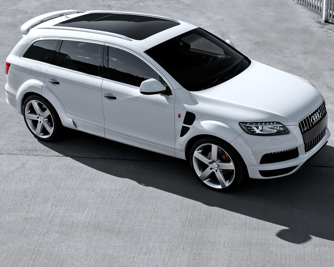 Q7_RSRs_White (3qtr front emphasis view)