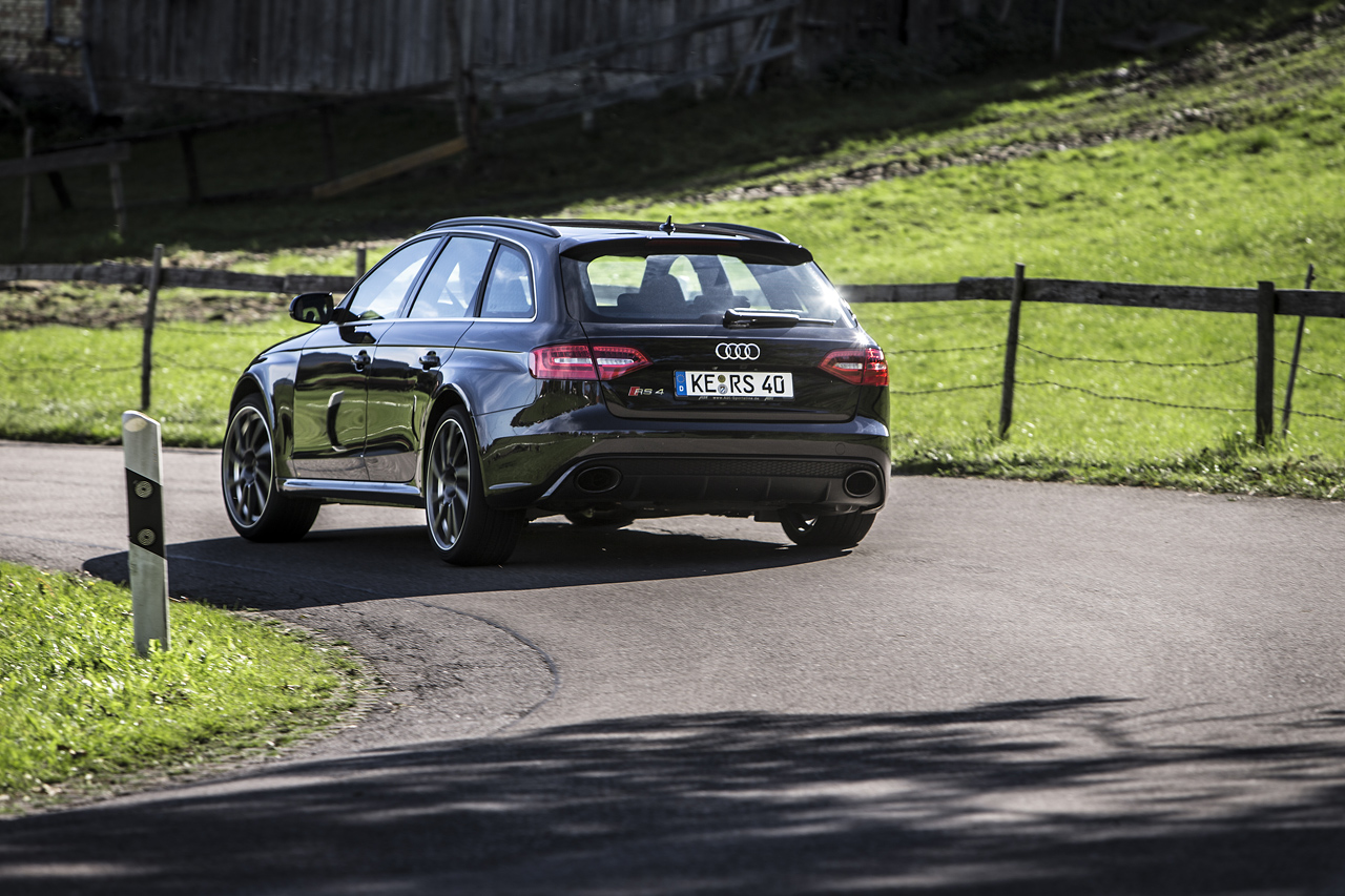 RS4_Rear_driving